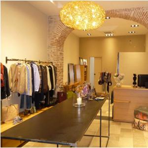 Décoration intérieur boutique de vêtements